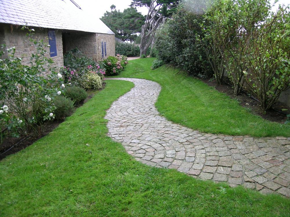 Allée en pavés de granit