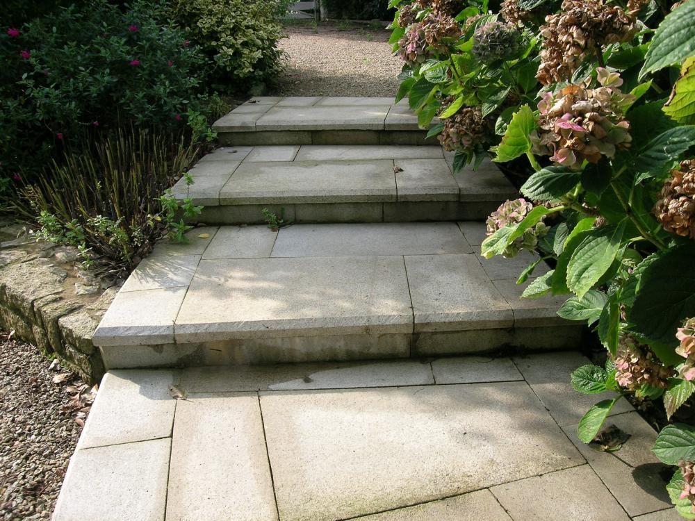 Escalier en granit sablé